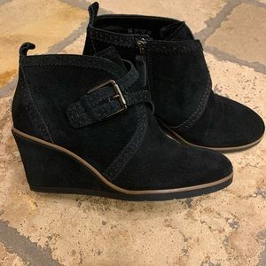Franco Sarto Black Suede Ankle Boot 6M.
